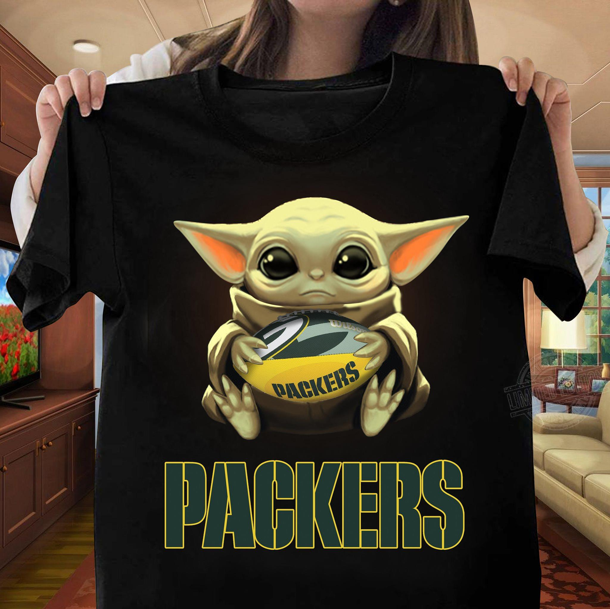 Baby Yoda Hug Green Bay Packer Men T-Shirt